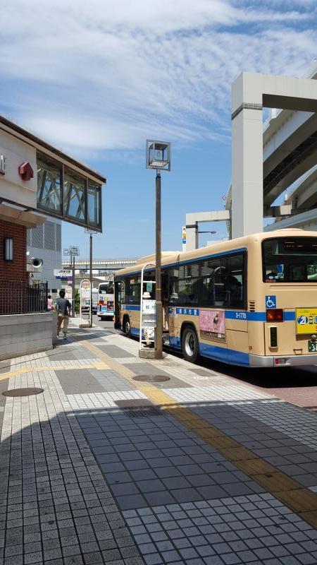 横浜駅改札口前」バス停留所(横...