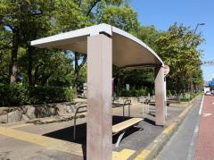 「県庁通り中央公園前」バス停留所