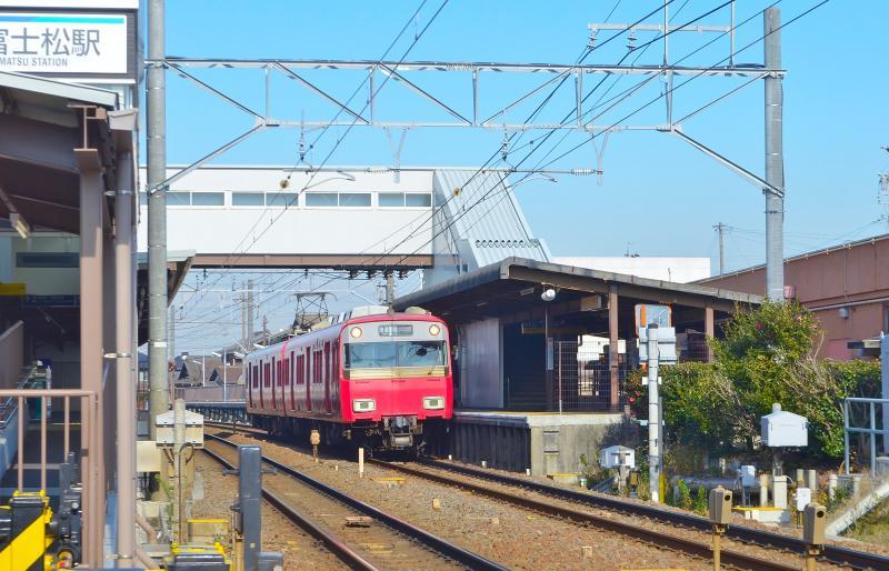 名鉄色の電車