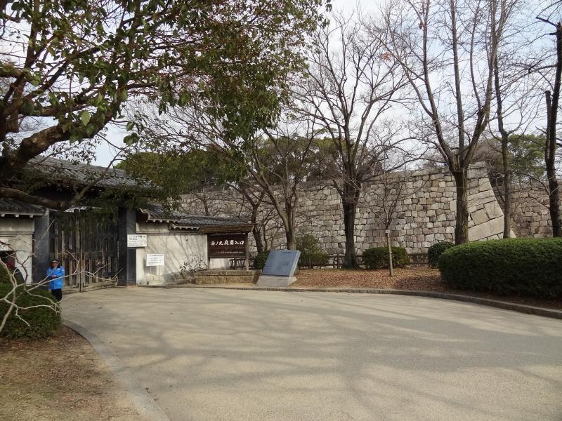 大阪城西の丸庭園入口 外観