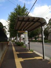 「東警察署」バス停留所