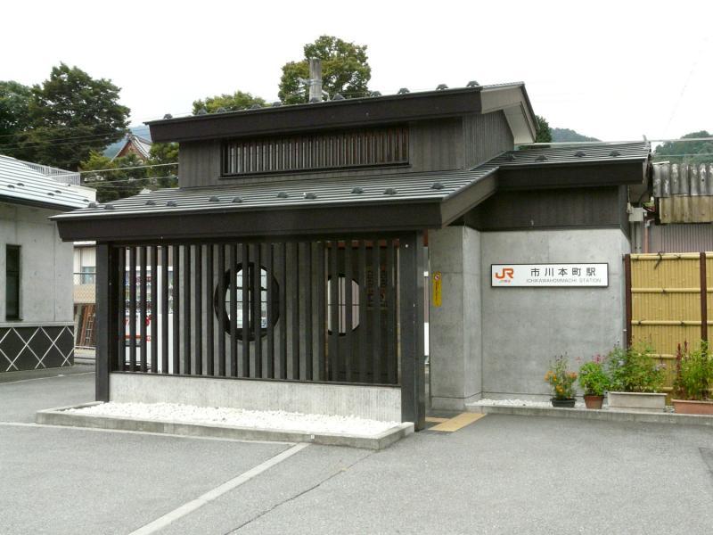 市川本町駅舎
