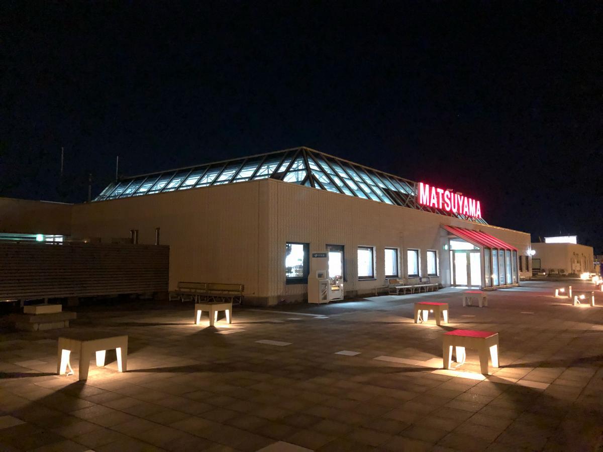 夜の空港屋上