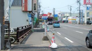 「ガード下」バス停留所