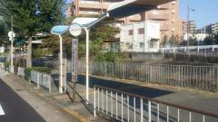 「上新田住宅前」バス停留所