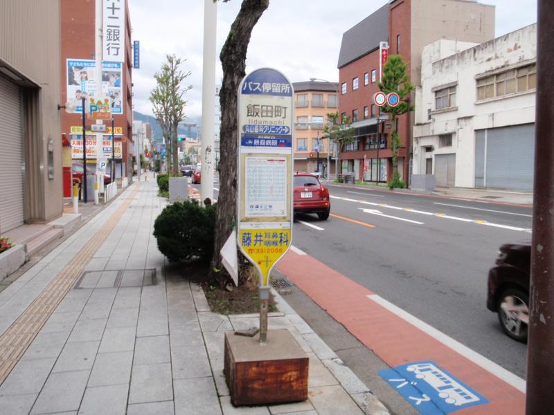 バス停全景