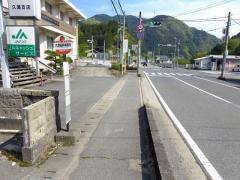 「久瀬振興事務所」バス停留所