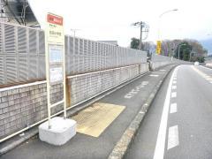 「松田小学校」バス停留所