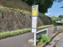 「霊園正門」バス停留所