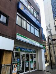 ファミリーマート 金山駅南口店