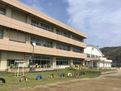 三重小学校