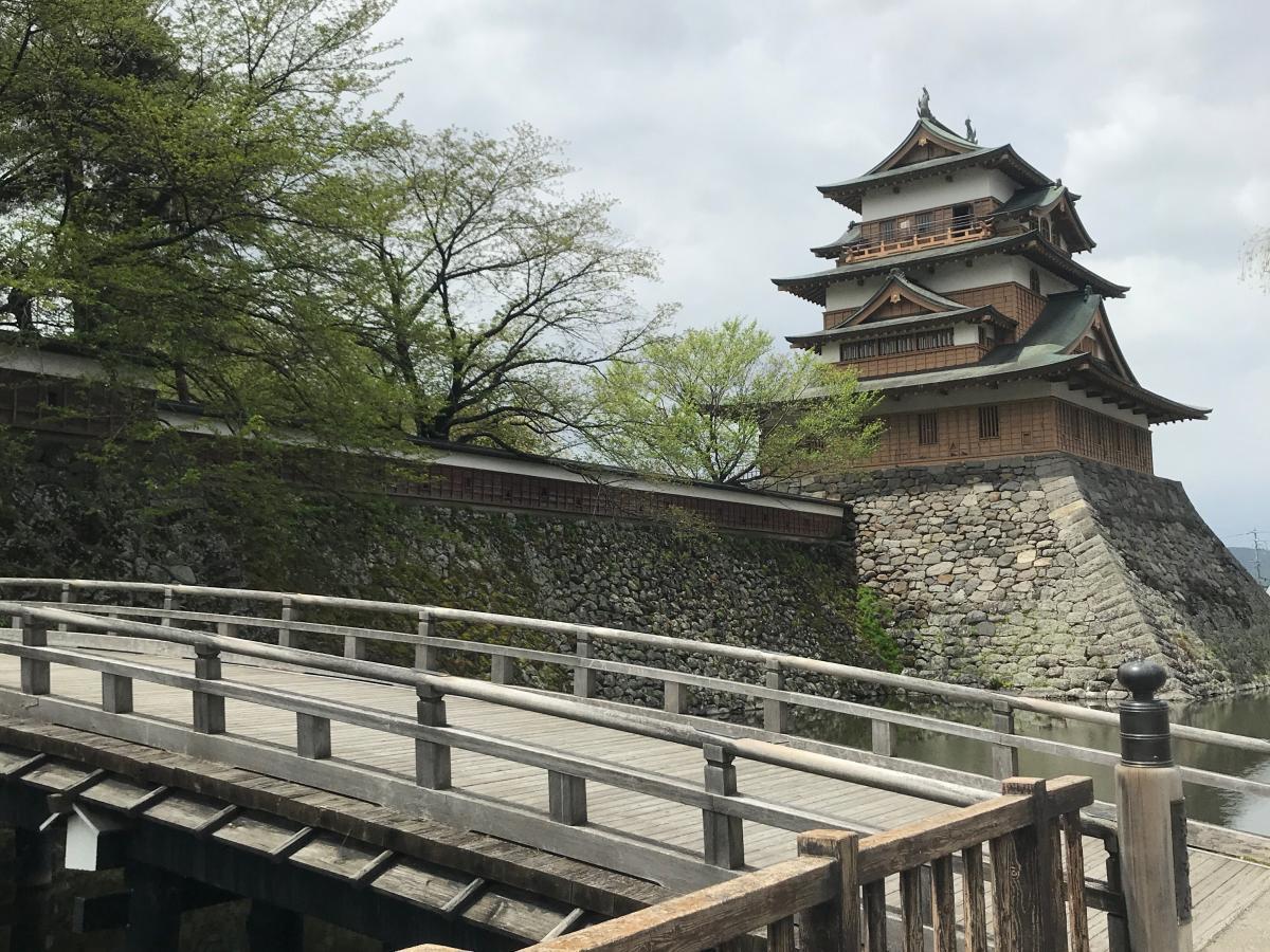 高島城跡入り口建物全体写真