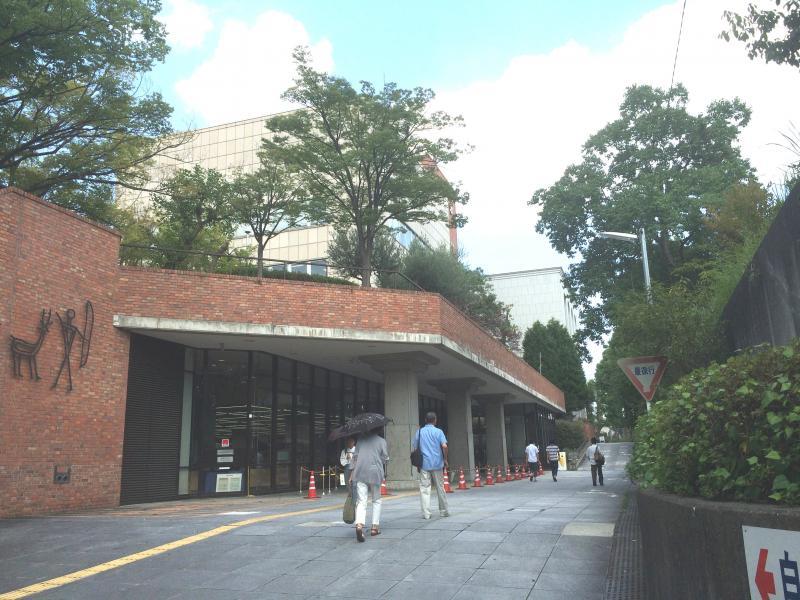 兵庫県立中央図書館