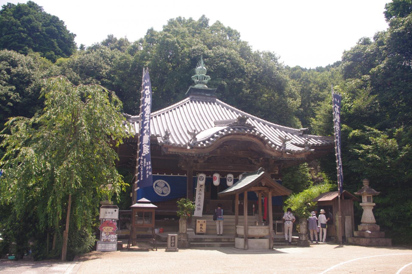 前神寺(第64番札所)太子堂