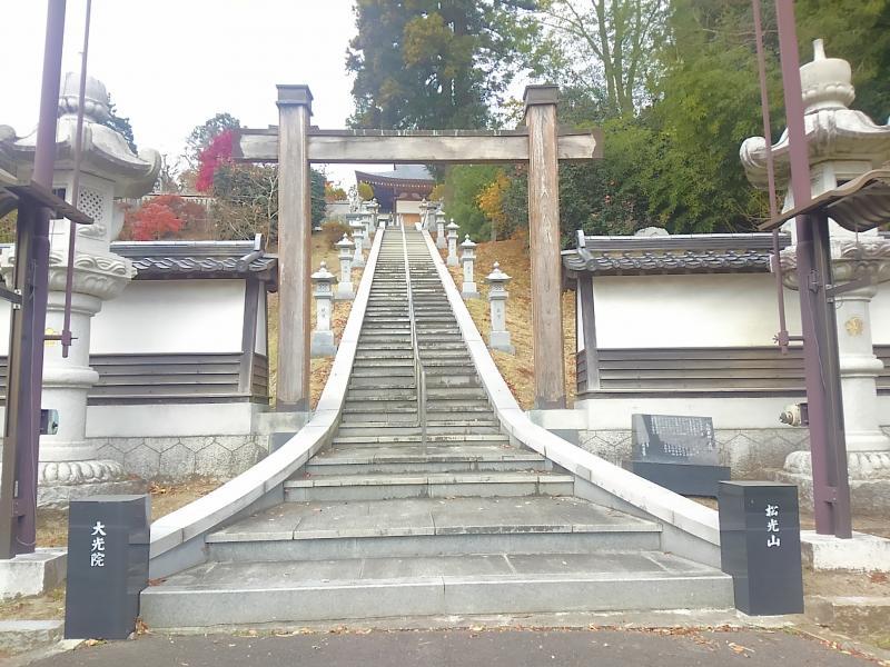 冠木門、石階段