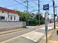 「徳持小学校」バス停留所
