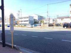 「コミュニティ住宅前」バス停留所